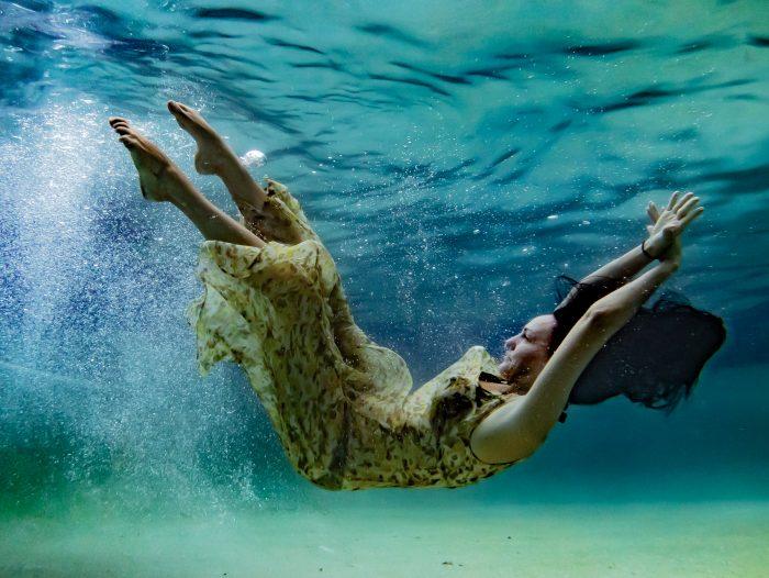 underwater photos blue pool